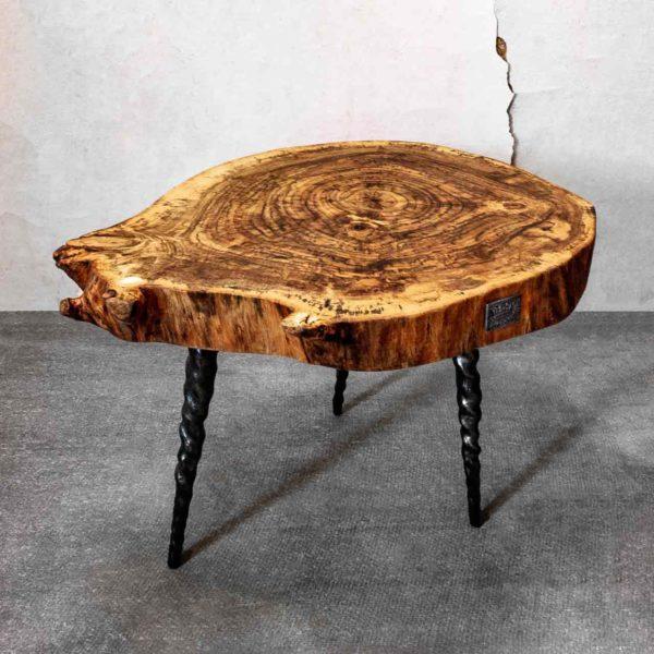 Кофейный столик из дерева