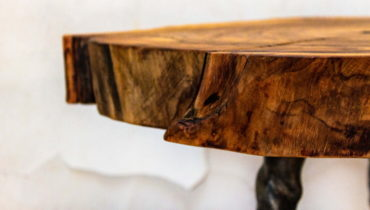 Дизайнерские изделия ручной работы из дерева и камня.